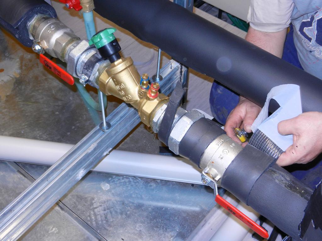 Монтаж теплоизоляционных труб